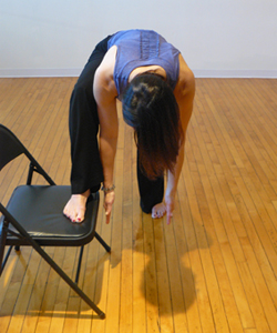 5_office-yoga-standing-lunge-forward-bend
