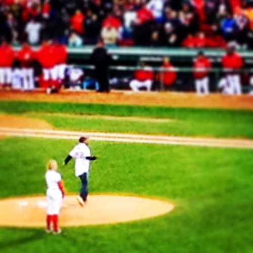 Boston-Marathon-Winner-Meb-throwing-out-first-pitch-at-Red-Sox